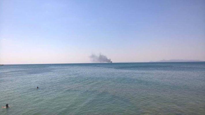 Φωτιά σε σκάφος ανοιχτά του Φαλήρου