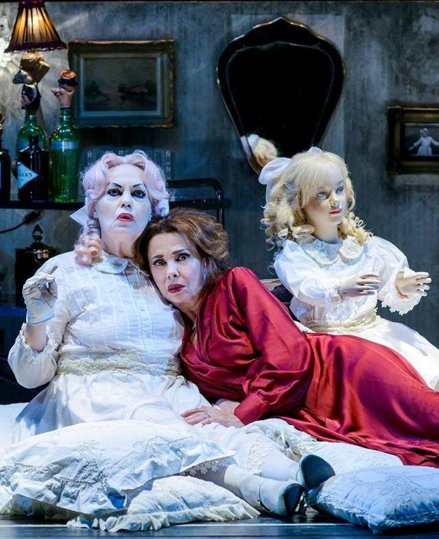 «Τι απέγινε η Μπέημπι Τζέην» με τη Ρούλα Πατεράκη και Μπέτυ Λιβανού στο θέατρο Σφενδόνη