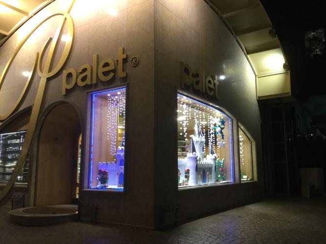 Η νέα, χριστουγεννιάτικη βιτρίνα του «Palet»