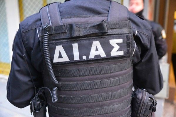 Πράξεις ευγένειας από αστυνομικό της Ομάδας ΔΙ.ΑΣ.