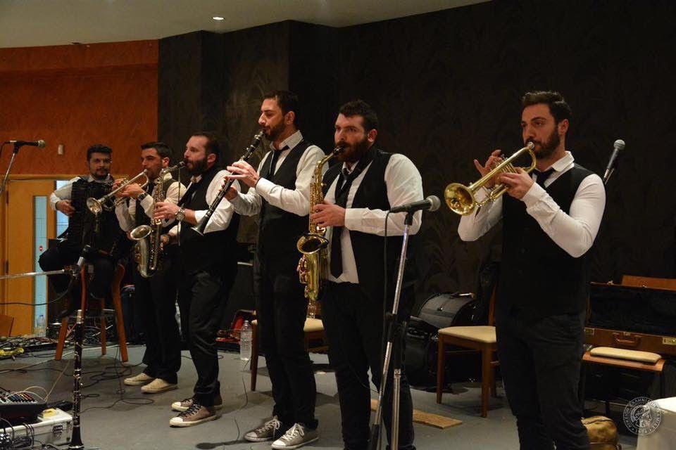 H μπάντα Bronza Banda γεμίζει μουσικές το Άνω Καλαμάκι