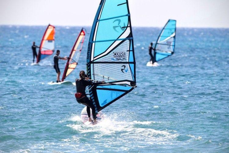 Μαθήματα windsurf από τον Ναυτικό Όμιλο Αλίμου