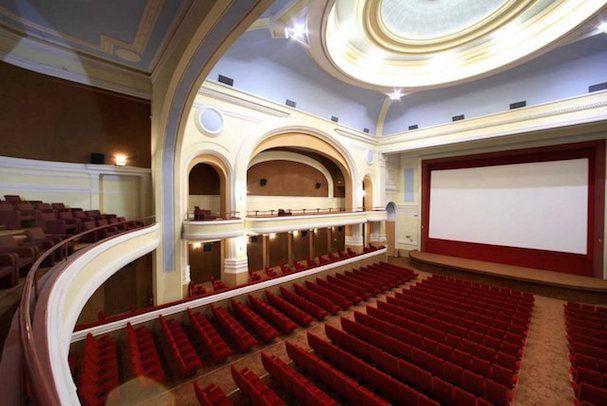 O Δήμαρχος Αθηναίων ζητά «να κηρυχθούν διατηρητέες οι κινηματογραφικές αίθουσες Απόλλων και Αττικόν»