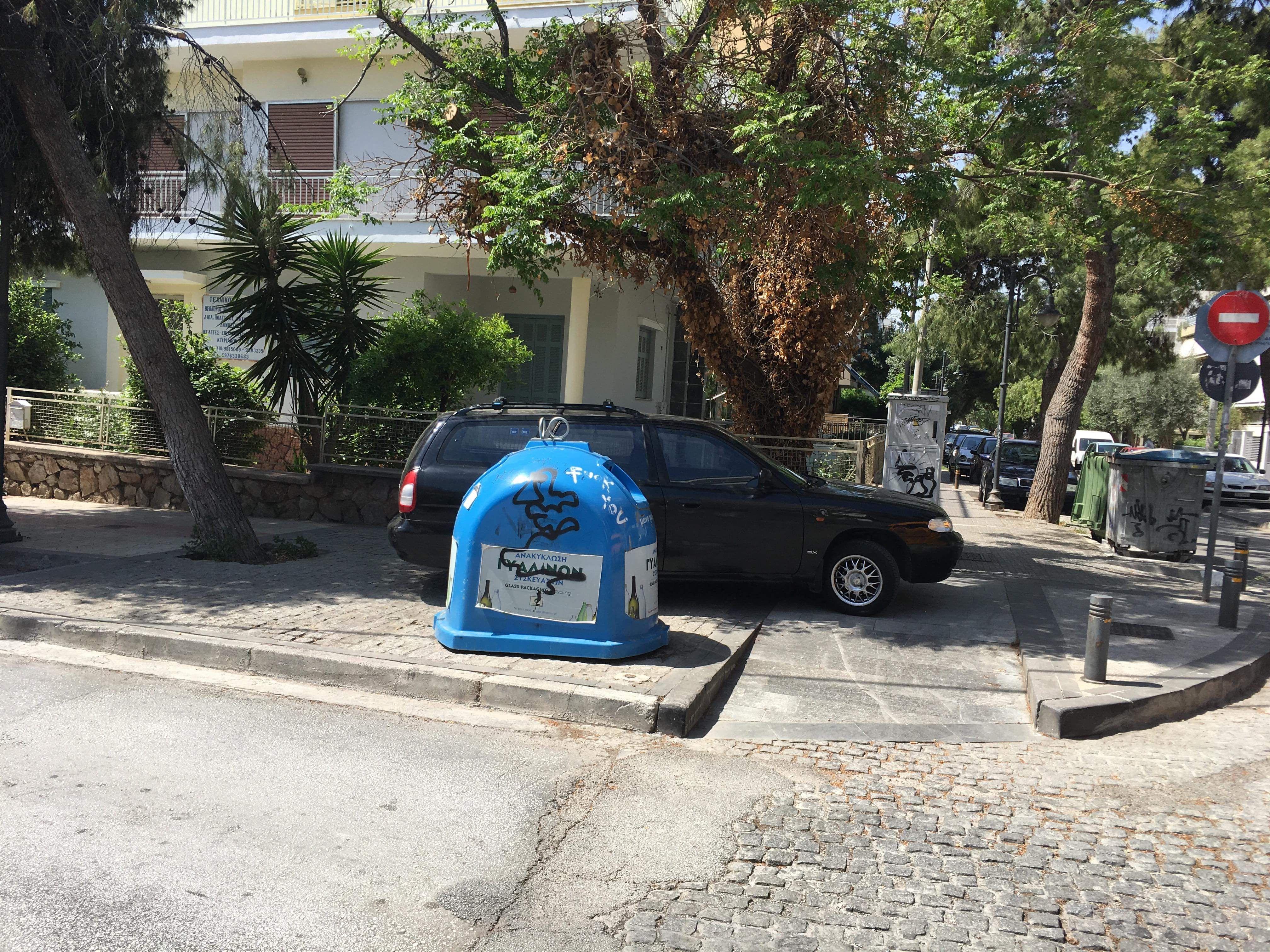 Σήμερα, στην γωνία των οδών Αυξεντίου και Θουκυδίδου