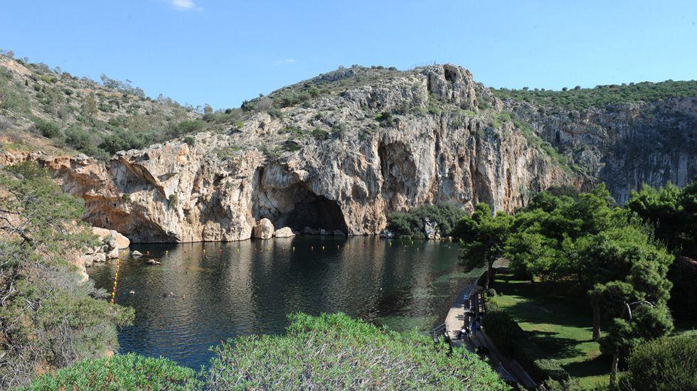 Forbes: Η Λίμνη Βουλιαγμένης και η Βάρκιζα στα 10 καλύτερα σημεία της Ελλάδας