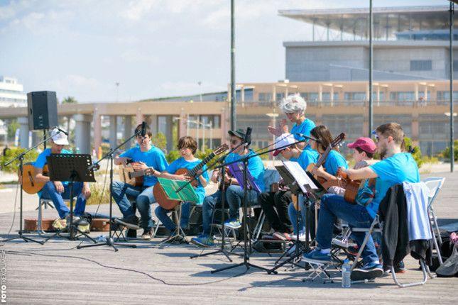 Ο 9ος Ποσειδώνιος Ημιμαραθώνιος παίζει μουσική πάνω στο κύμα