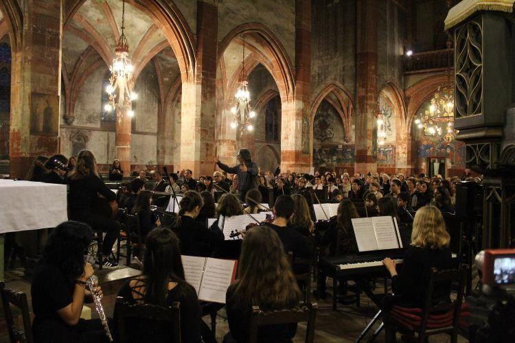 Συνέντευξη σχετικά με την συναυλία που έδωσε η ορχήστρα του Μουσικού Σχολείου Αλίμου στο Στρασβούργο
