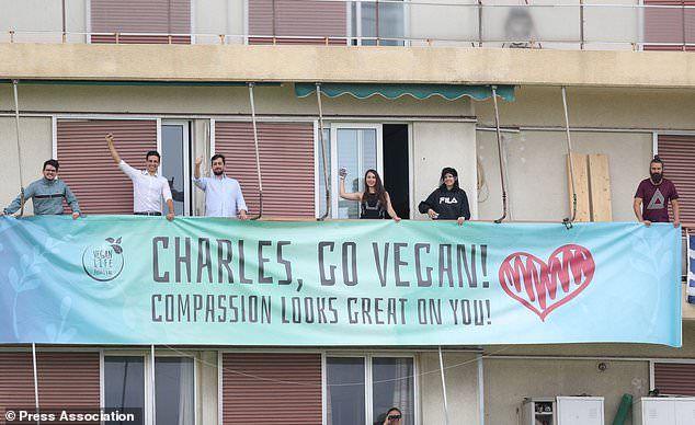 Οι διοργανωτές του Vegan Life Festival κάλεσαν τον Κάρολο να γίνει vegan