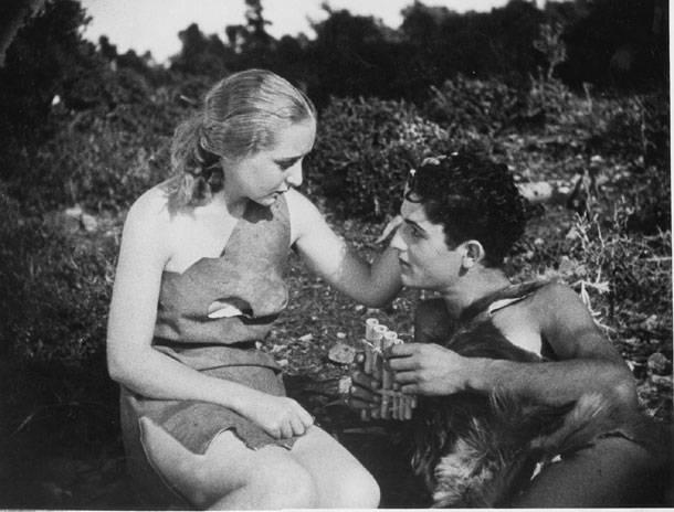 «Δάφνις και Χλόη»: Το πρώτο γυμνό στο ευρωπαϊκό σινεμά γυρίστηκε στη Λίμνη Βουλιαγμένης