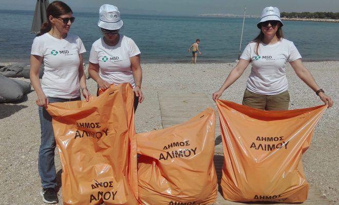 Πραγματοποιήθηκε εθελοντικός καθαρισμός της παραλίας του Β Αλιπέδου Αλίμου