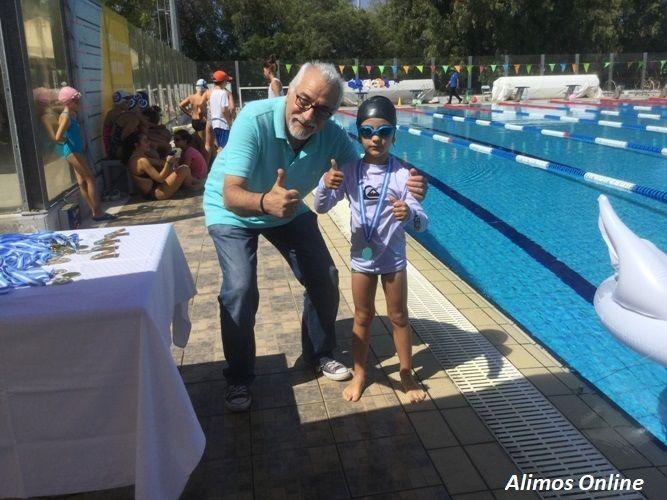 Το Κολυμβητήριο Αλίμου γέμισε σήμερα μικρά «δελφινάκια»