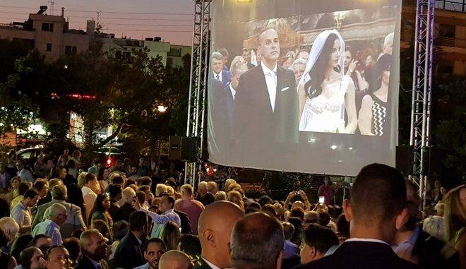 Γλυφάδα: Παντρεύτηκε χθες ο Δήμαρχος Γλυφάδας και ένα μεγάλο video wall μετέδιδε την τελετή