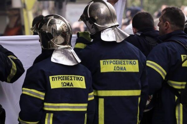Φωτιά σε αυτοκίνητα σε Γλυφάδα και Ηλιούπολη