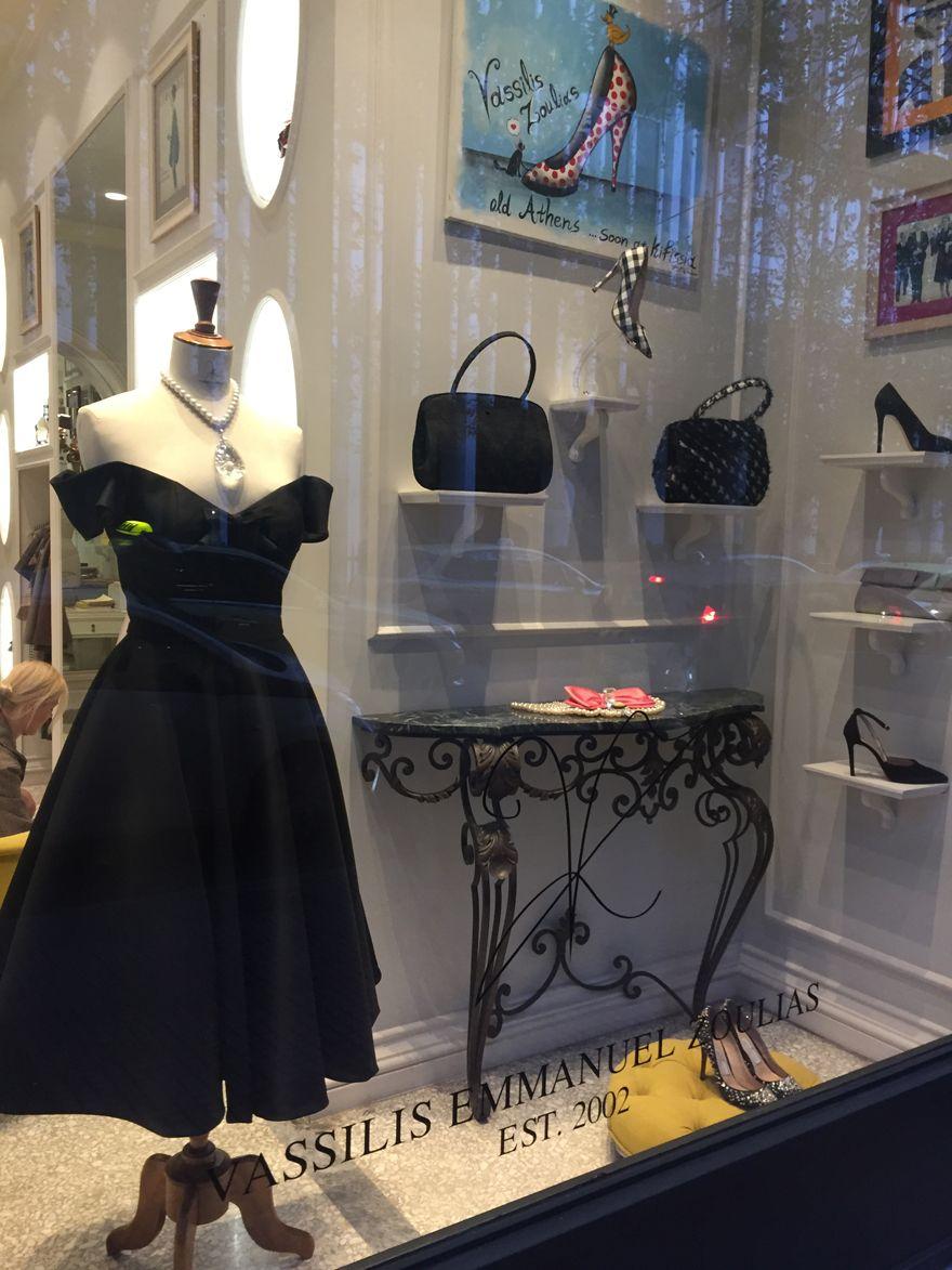 Για λίγες μόνο ημέρες μπορείς να αγοράσεις φορέματα του Βασίλη Ζούλια με 50€