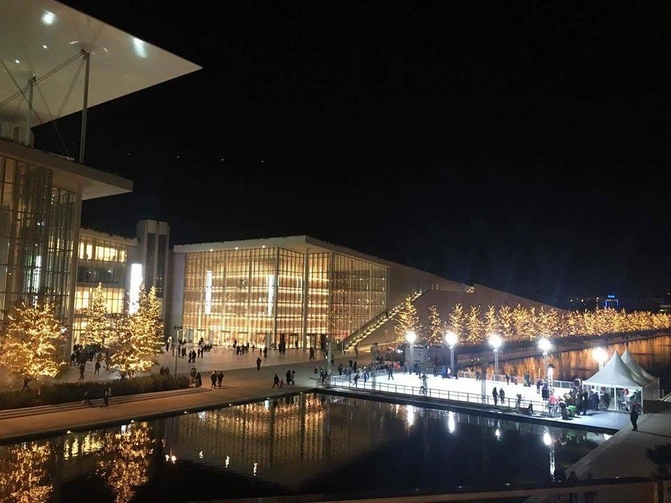 Ο Γιώργος Νανούρης μας υποδέχεται στον χριστουγεννιάτικο κόσμο του Κέντρου Πολιτισμού Ίδρυμα Σταύρος Νιάρχος σε μία φαντασμαγορική έναρξη