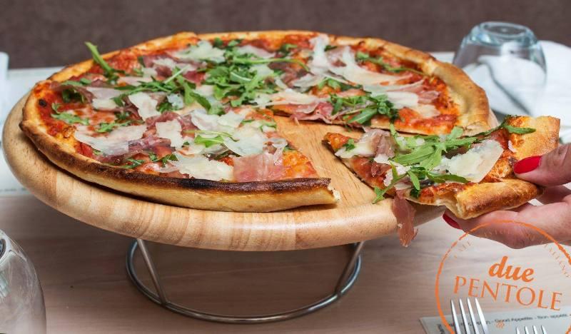 Due Pentole: Η Ναπολιτάνικη πίτσα έρχεται σπίτι σας με ένα τηλεφώνημα