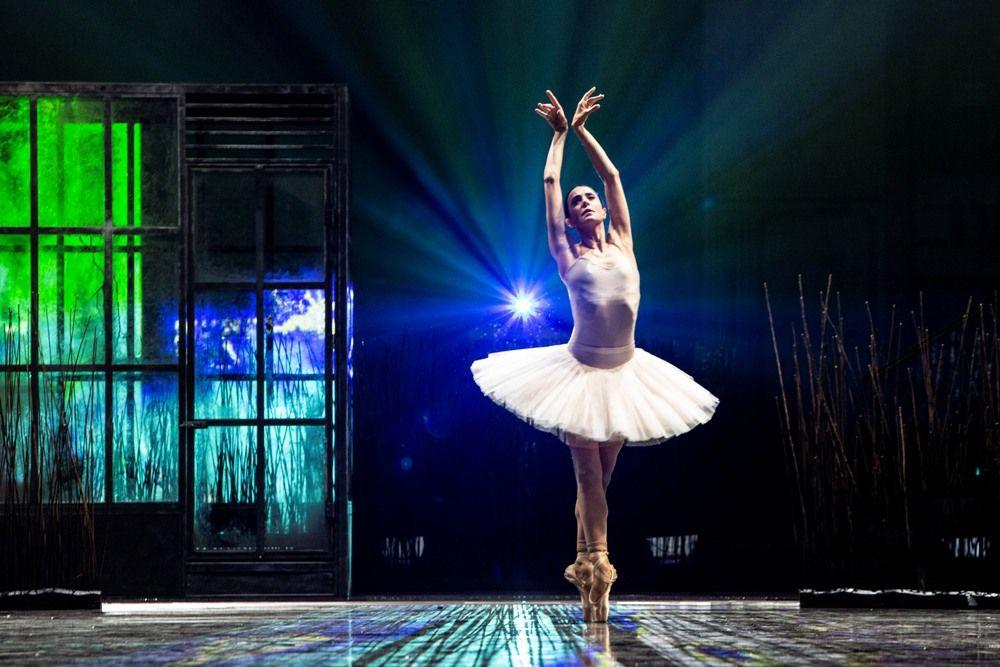 Ο Κωνσταντίνος Ρήγος χορογραφεί τη «Λίμνη των Κύκνων» στη σκηνή της Εθνικής Λυρικής Σκηνής στο ΚΠΙΣΝ
