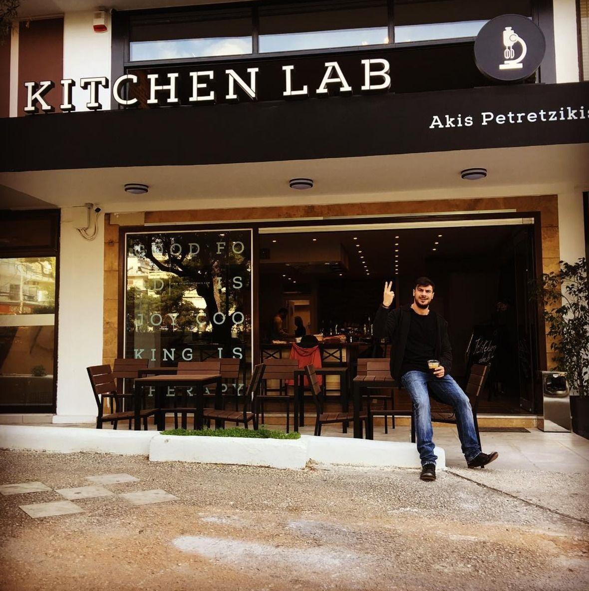 Το Kichen Lab του Άκη Πετρετζίκη έρχεται στα Νότια Προάστια