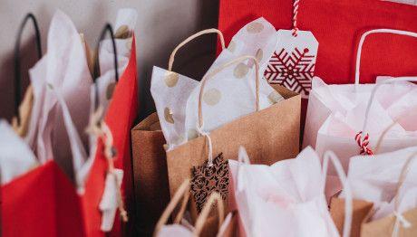 Πότε ξεκινά το εορταστικό ωράριο και ποιες Κυριακές θα είναι ανοιχτά τα καταστήματα