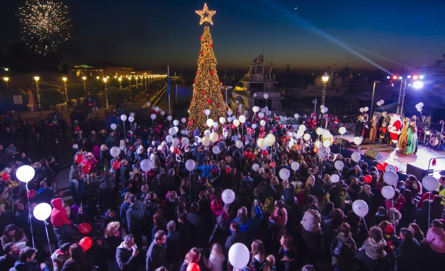 Η λαμπερή έναρξη των χριστουγεννιάτικων εκδηλώσεων στη Μαρίνα Φλοίσβου