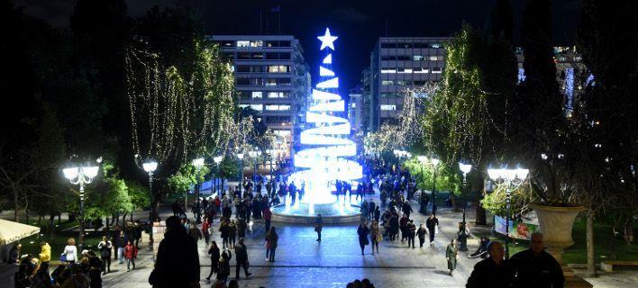 Φωταγωγείται σήμερα το δέντρο στο Σύνταγμα – 230 εκδηλώσεις έως και τις 5 Ιανουαρίου