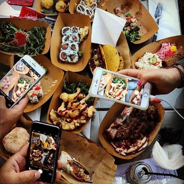 Το 4ο Athens Food Market άνοιξε τις πόρτες του στην Πλατεία Κοτζιά