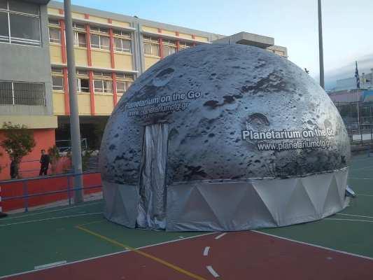 Η αυλή του 4ου Γυμνασίου Αλίμου φιλοξένησε το φορητό πλανητάριο