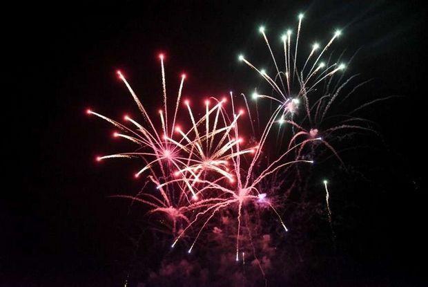 Τα πυροτεχνήματα που «φώτισαν» τον Αλιμιώτικο ουρανό την Παραμονή της Πρωτοχρονιάς