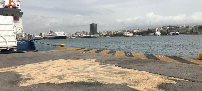Πειραιάς: Αυτοκίνητο έπεσε στο λιμάνι