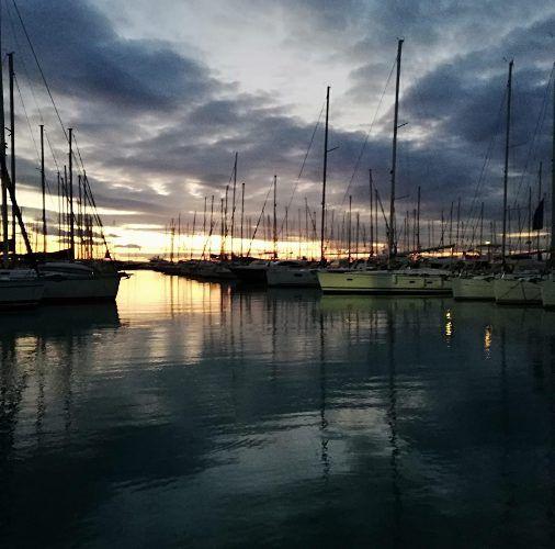 Το ηλιοβασίλεμα που μας μάγεψε σήμερα στη Μαρίνα Αλίμου