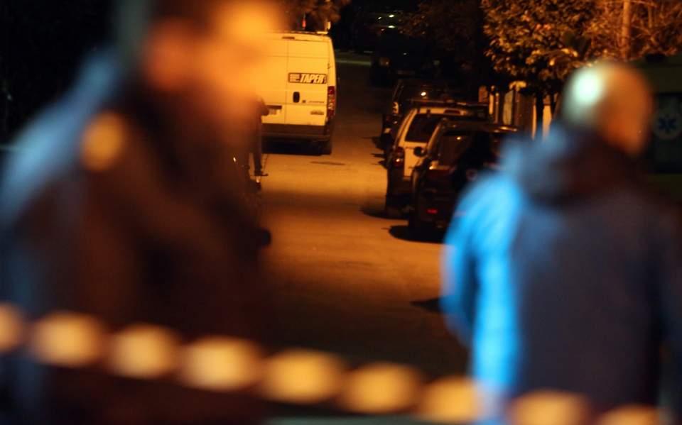 Άγιος Δημήτριος: Συνελήφθη ο 60χρονος που είχε κλειδωθεί με πιστόλι στο σπίτι του