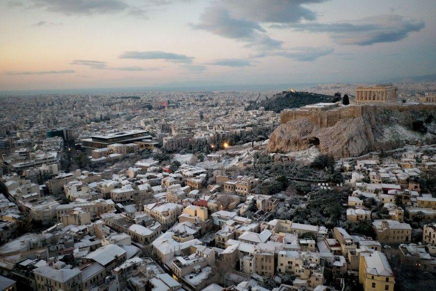 Εντυπωσιακές φωτογραφίες από τη χιονισμένη Ακρόπολη