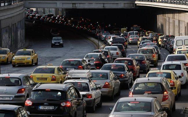 Τροχαίο ατύχημα με τρία αυτοκίνητα έγινε το πρωί στην Λ. Ποσειδώνος