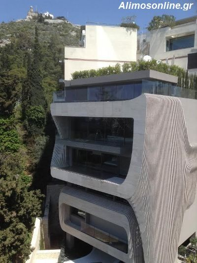 Αυτό είναι το «κτίριο που ρέει» στο κέντρο της Αθήνας