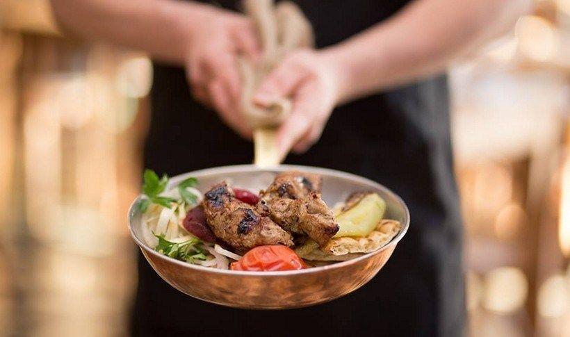 O λόγος που υπάρχουν τόσα Πολίτικα εστιατόρια στο Παλαιό Φάληρο