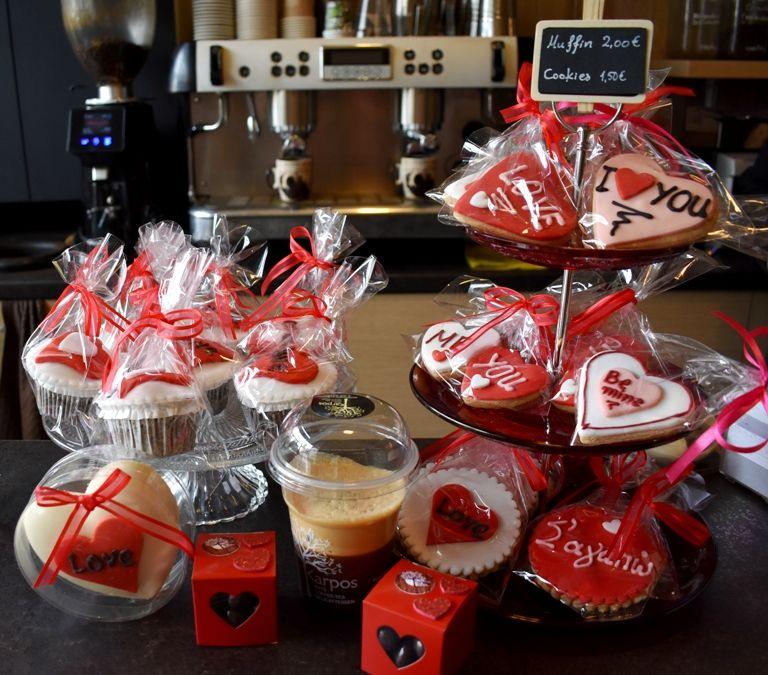 Karpos: Μπισκότα και μάφιν με ιδιαίτερα μηνύματα συνοδεύουν με τον πιο «αγαπησιάρικο» τρόπο τον καφέ σου