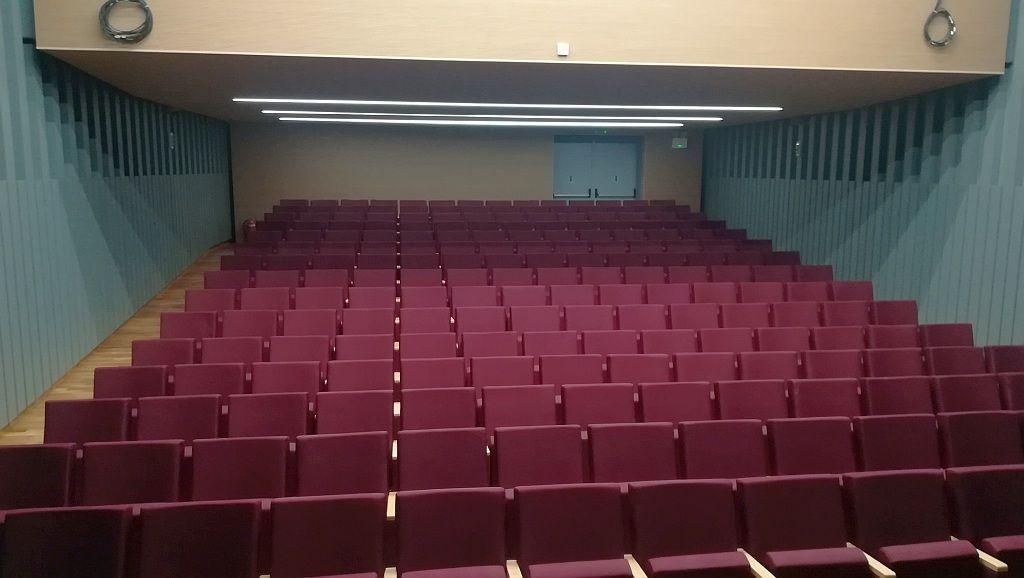 Άγιος Δημήτριος: Ανακαινίστηκε πλήρως το δημοτικό θέατρο «Μελίνα Μερκούρη»