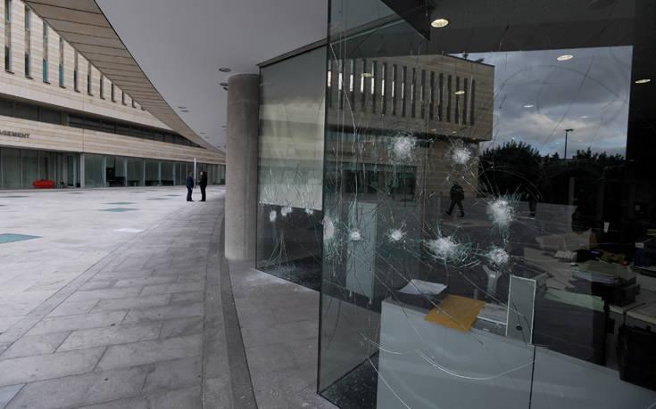 Επίθεση με βαριοπούλες στα γραφεία της «Εθνικής Ασφαλιστικής» στη Συγγρού