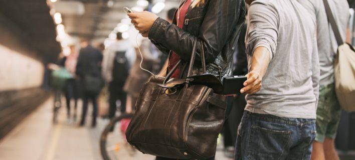 Συνελήφθησαν πέντε άτομα που έκλεβαν πορτοφόλια σε συρμούς του Μετρό