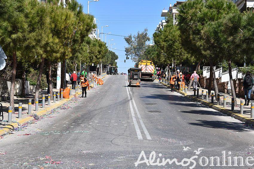 Αμέσως μετά το τέλος της παρέλασης, υπάλληλοι του Δήμου ξεκίνησαν το δύσκολο έργο της καθαριότητας