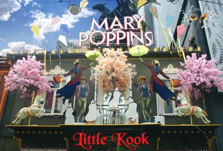 Η Mary Poppins βρίσκεται σε ένα στενό του κέντρου της Αθήνας