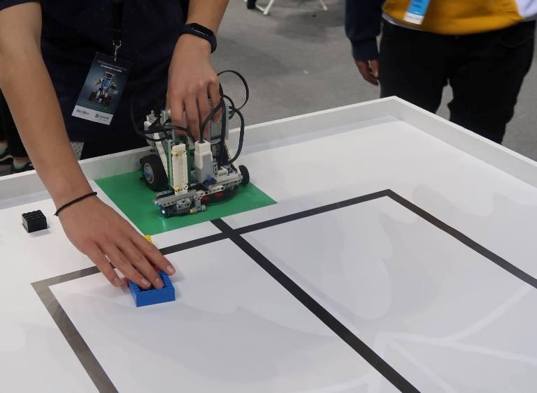 Το 1ο ΓΕΛ Αλίμου κατέκτησε την 9η θέση σε διαγωνισμό ρομποτικής