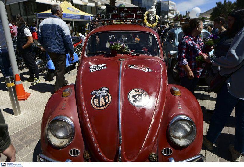 Ταξίδι στον χρόνο: Αυτοκίνητα αντίκες μάγεψαν στη Γλυφάδα