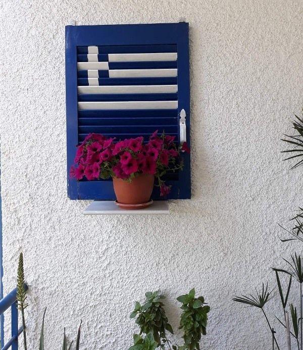 Οδός Θουκυδίδου: Ένα παράθυρο γεμάτο…Ελλάδα