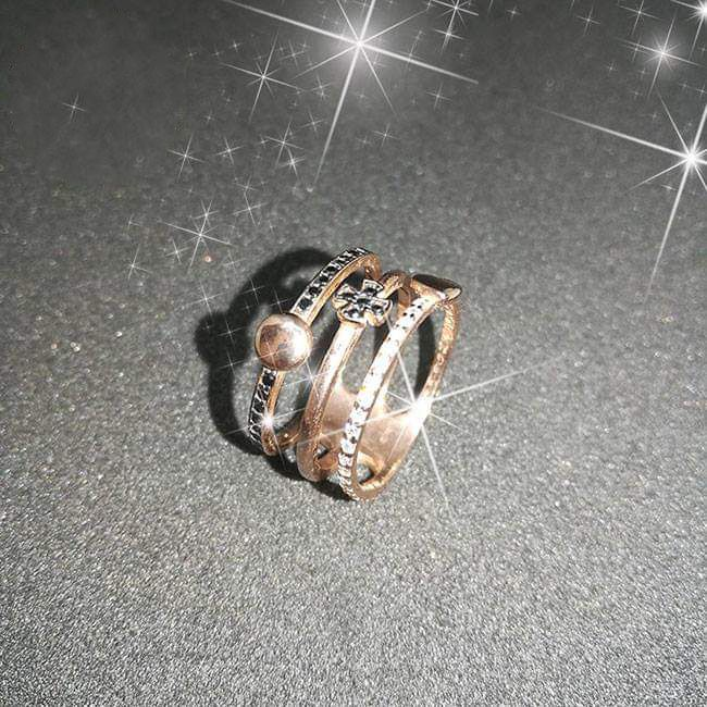 H νικήτρια που κερδίζει το ασημένιο δαχτυλίδι με ροζ χρυσό επιχρύσωμα και πέτρες Swarovski, από το κοσμηματοπωλείο «Vasari»