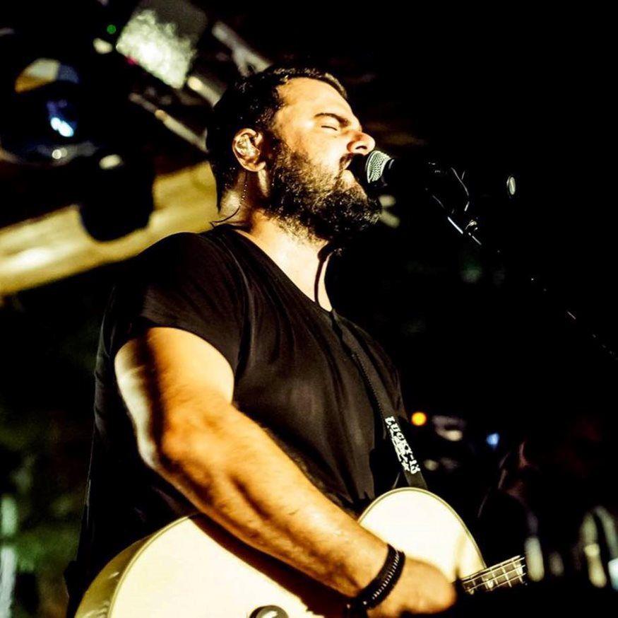 Άλιμος: Με τον Ηλία Καμπακάκη ξεκινούν οι live βραδιές του Akanthus