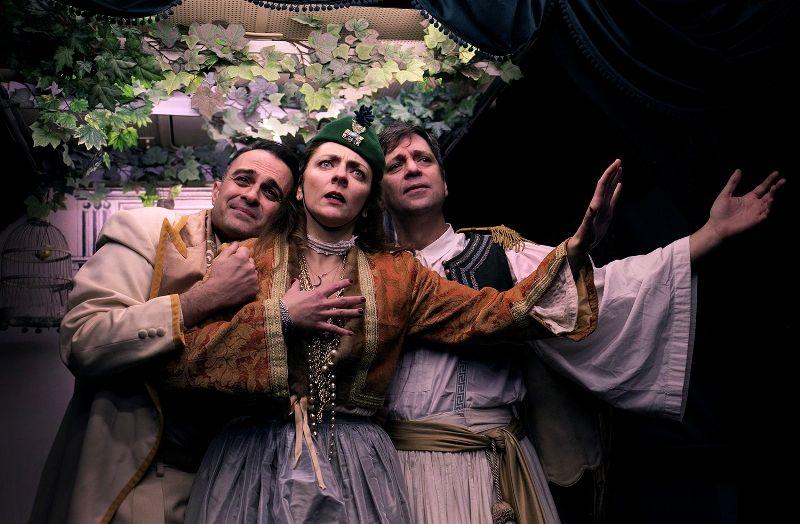 Θέατρο Express στον Άλιμο: Ξεκινούν αύριο οι θεατρικές παραστάσεις μέσα σε λεωφορείο του ΟΑΣΑ