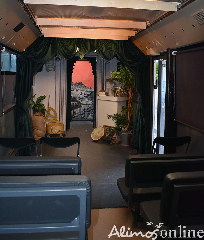 Άλιμος: Τελευταία ημέρα για τη θεατρική παράσταση μέσα σε λεωφορείο του ΟΑΣΑ