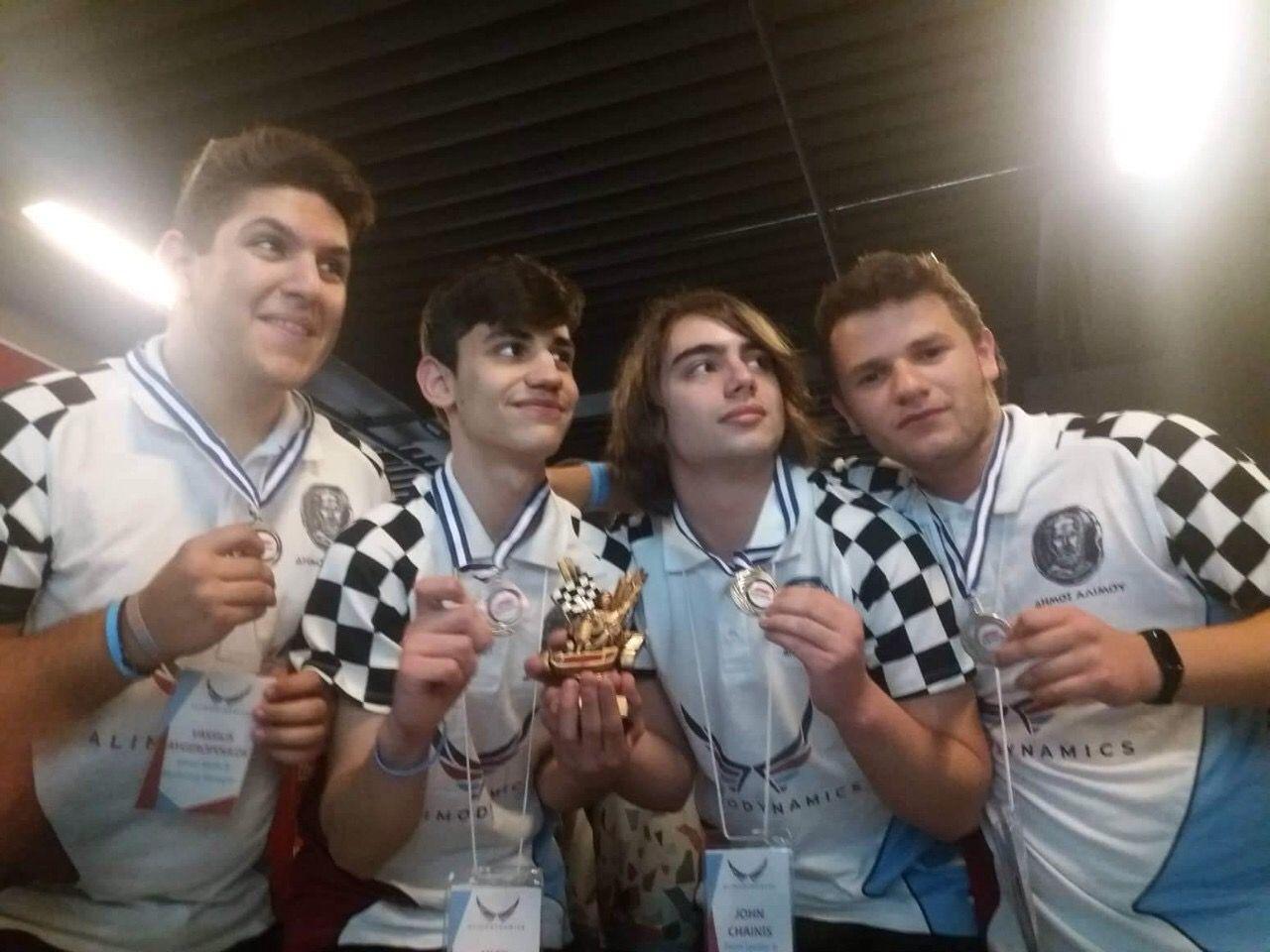 Οι AlimoDynamics πάνε Abu Dhabi: Κατέκτησαν τη δεύτερη θέση τους τελικούς του F1 in schools