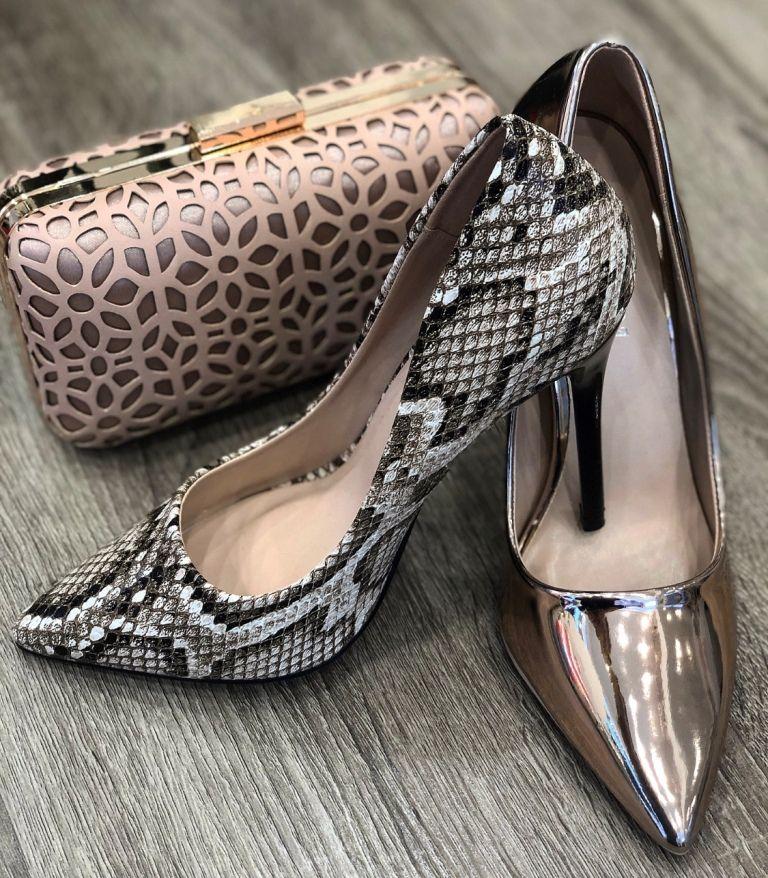 Η νικήτρια που κερδίζει το ζευγάρι γόβες από το κατάστημα «Konstantinou Shoes»